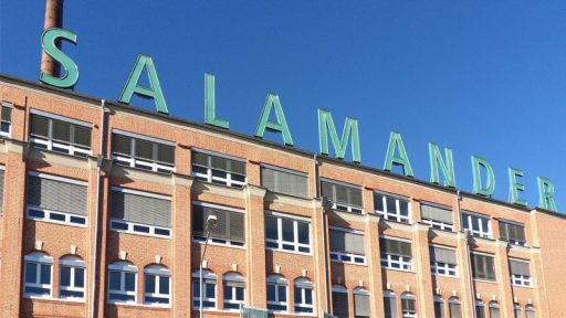 Salamander-Areal Gebäudefront mit Schriftzug